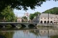 Pont et Maison Communale à Nismes | GR 125